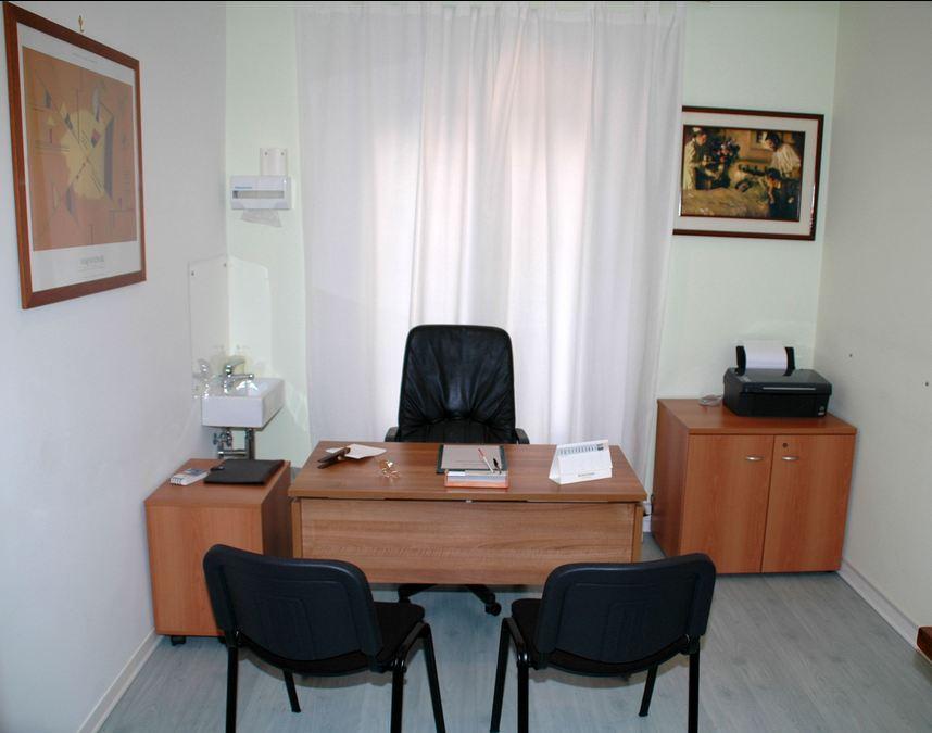 Visita medica nomentano roma demetrio latella for Arredamento studio medico